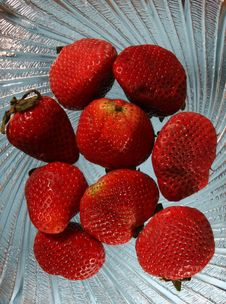 Free Strawberries On Plate Stock Photos - 2118193