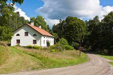 Free White Old House. Royalty Free Stock Photos - 21102048