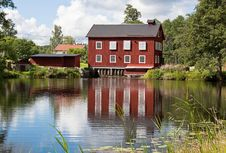Free Red Water Mill. Royalty Free Stock Images - 21103349