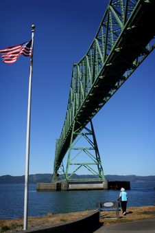 Free The Astoria Bridge & American Flag Royalty Free Stock Photography - 21104277