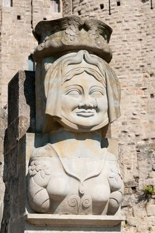 Free Statue Of Madame Carcas, La Cité, Carcassonne Royalty Free Stock Photography - 21104827