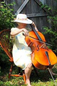 Free Female Cellist. Stock Images - 21105304