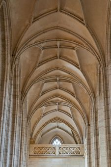 Free Cathedral Barrel Ceiling Royalty Free Stock Photo - 21106215