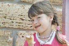 Free The Child And Ice-cream Stock Image - 21106321