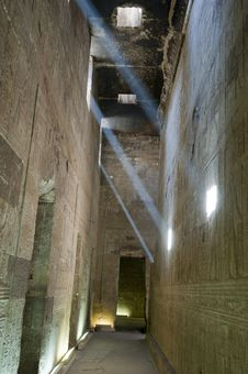 Free Corridor Inside An Ancient Egyptian Temple Stock Images - 21107704