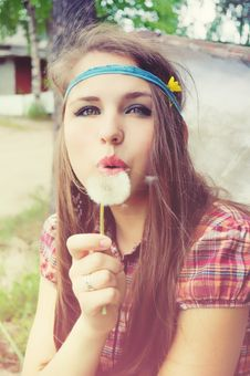 Free Girl Blowing A Dandelion Royalty Free Stock Images - 21116059