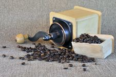 Free Coffee Grinder And Coffee Beans Stock Photography - 21119422
