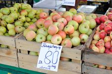 Free Apples On A Farm Market Royalty Free Stock Images - 21120949