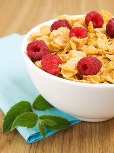 Free Corn Flakes With Raspberries Royalty Free Stock Photo - 21121475