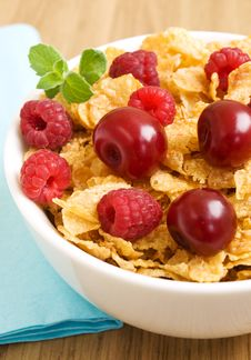 Free Corn Flakes With Berries Royalty Free Stock Photo - 21121605