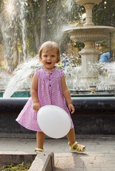 Free The Joyful Girl With A Ball Royalty Free Stock Images - 21128539
