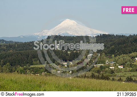 Free Mount Hood And Happy Valley Scenic View Royalty Free Stock Photo - 21139285
