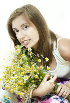 Free Young  Smiling Girl With Camomile Stock Photos - 21131113