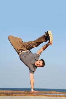 Free Male Breakdancer Royalty Free Stock Images - 21131149