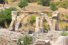 Free Antique Ruins Royalty Free Stock Photography - 21131207