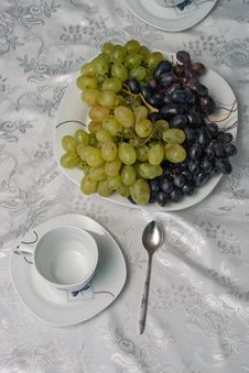 Free Cup And Grapes Stock Photos - 21142193