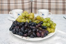 Free Grapes On The Table Royalty Free Stock Photography - 21142247