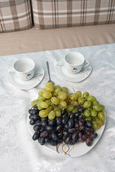 Free Grapes And Cups On The Table Royalty Free Stock Images - 21142269