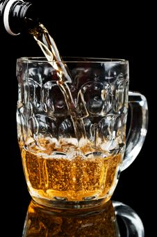 Free Fresh Glass Of Beer Stock Photos - 21143673