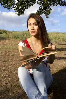 Free Young Woman Reading A Book Stock Images - 21144484