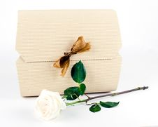 Free White Gift Box With Gold Bow And White Rose Stock Photos - 21149643