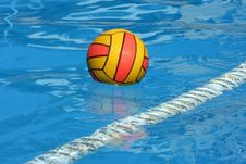 Free Ball In Swimming Pool Royalty Free Stock Photos - 21154418