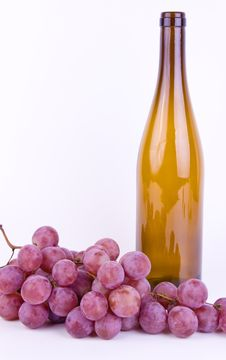 Free Grapes With Bottle On White Stock Photos - 21158203