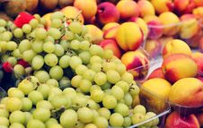Free Grapes And Peachs Stock Photography - 21159122
