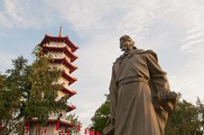 Free Historical Statue And Pagoda Royalty Free Stock Image - 21163576