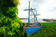 Free Fishing Boat With Leaf And Sea Background Royalty Free Stock Images - 21172699