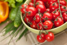 Free Cherry Tomatoes On The Vine Stock Photography - 21173342