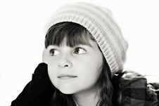 Free Black-White Portrait Of Attractive Girl In Beret Royalty Free Stock Photos - 21176998