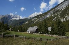 Free Mountain Homestead Royalty Free Stock Photography - 21179837