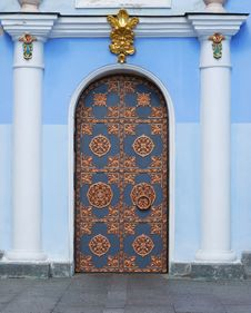 Free Door With An Ornament Royalty Free Stock Photos - 21179858