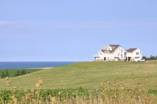 Free House Near The Ocean Royalty Free Stock Photography - 21181827