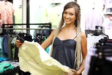 Free Young Girl Buying Clothes Royalty Free Stock Photography - 21190377