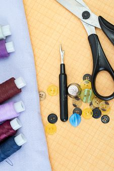 Free Sewing Supplies: Thread, Scissors, Buttons Stock Photography - 21190442