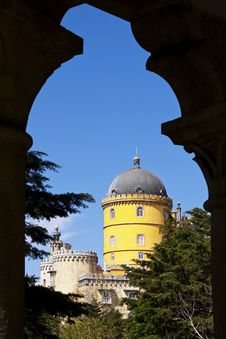 Free Pena Palace Seen Through An Arch Royalty Free Stock Photography - 21192637
