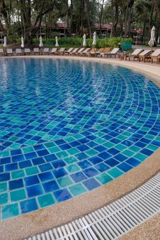Free Resort Swimming Pool Royalty Free Stock Images - 21197449