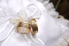 Free Wedding Golden Rings Stock Photo - 21198550