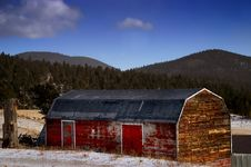 Free Old Red American Barn In Snow Stock Photo - 2121990