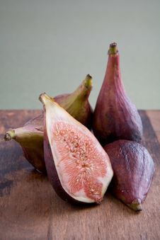Fresh Figs On A Cutting Board Royalty Free Stock Photography