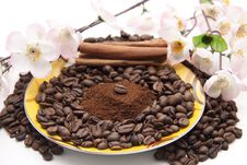 Free Offee Beans With Cinnamon Stock Photography - 21202402