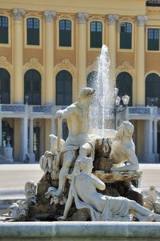 Free Fountain,Schonbrunn Palace Stock Images - 21204664