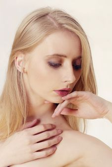 Free Blond Beautiful Woman Royalty Free Stock Image - 21205336