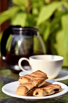 Free Tea Break With Biscuits Royalty Free Stock Images - 21207149