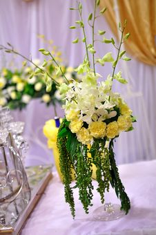 Free Flowers In Wedding Stock Photography - 21207152