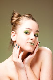 Free Pretty Model With Luxury Make-up, Green Manicure Royalty Free Stock Photos - 21207228