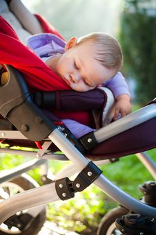Free Baby Sleeping Peacefully Outdoors Royalty Free Stock Photos - 21212838