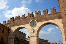 Free Clock Gate, Verona Royalty Free Stock Images - 21214779